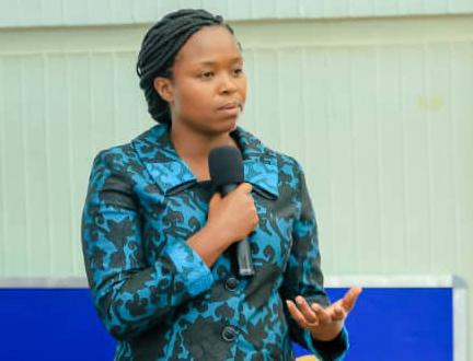 AU alumna, Dolorosa Duncan, speaking to students at the University of Dar es Salaam, Tanzania.