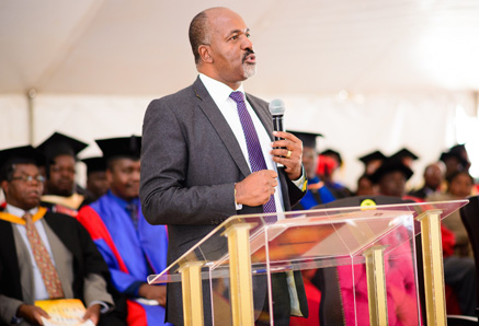 Mr. Shingi Mutasa urged the graduates to make good choices.